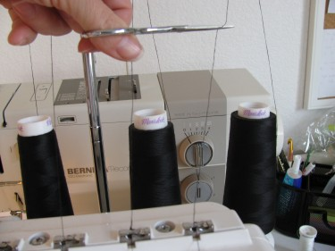 cutting threads on my serger, overlocker, to thread serger with a different color, 060