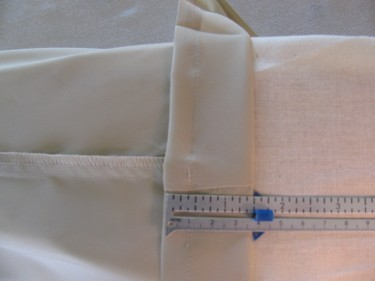 measuring to hem the lining, hem pants and skirts, 074