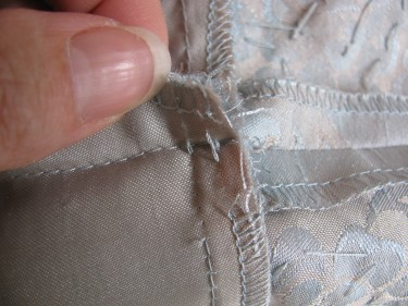 taking out the stitches on the seamline, sewing blog 232