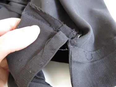 taking out the vertical stitches of the vent on pants hem, 539