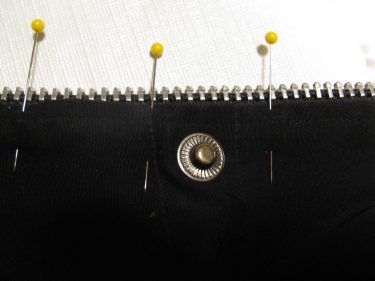 close up of how nice the zipper looks now that i trimmed around the zipper tape and stitched the new zipper in, sewing blog 1422