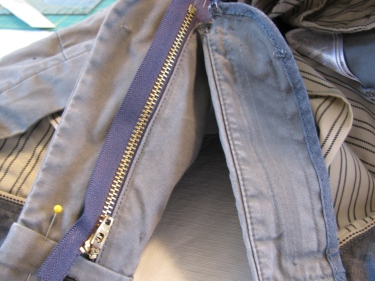 pin in other side of jean zipper, 7137